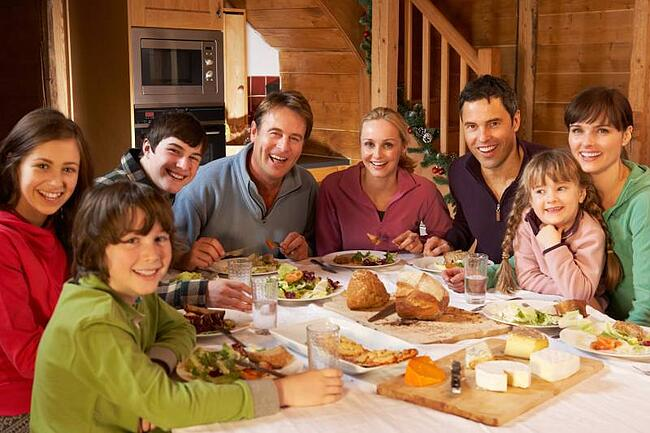 homestay family dining together